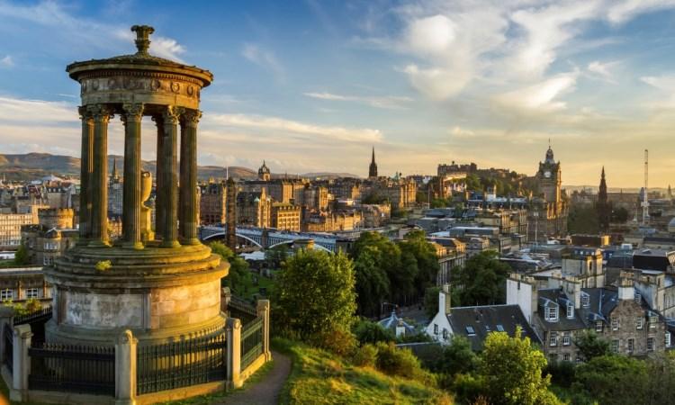 10 Tempat Wisata Terbaik yang Wajib Dikunjungi di Edinburgh, Skotlandia